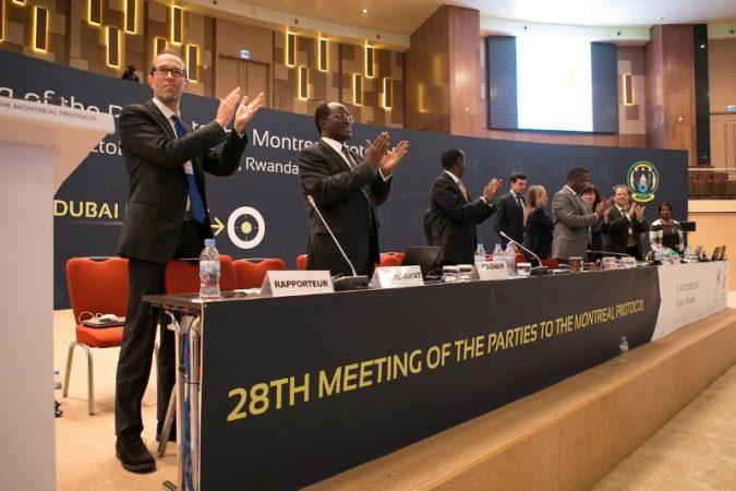 Applaudissements nourris, après l'accord sur le climat à Kigali, Photo (c) Igihe