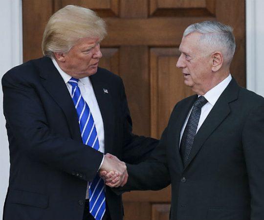 Donald Trump et le Général à la retraite James Mattis, le 19 novembre 2016. Photo © AP