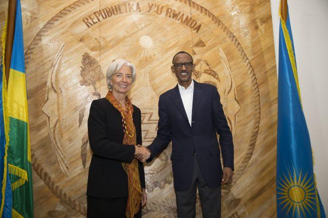 Perezida Paul Kagamé (iburyo), Christine Lagarde Umuyobozi mukuru w'Ikigega mpuzamahanga FMI (ubumoso). Ifoto (c) Stephen Jaffe