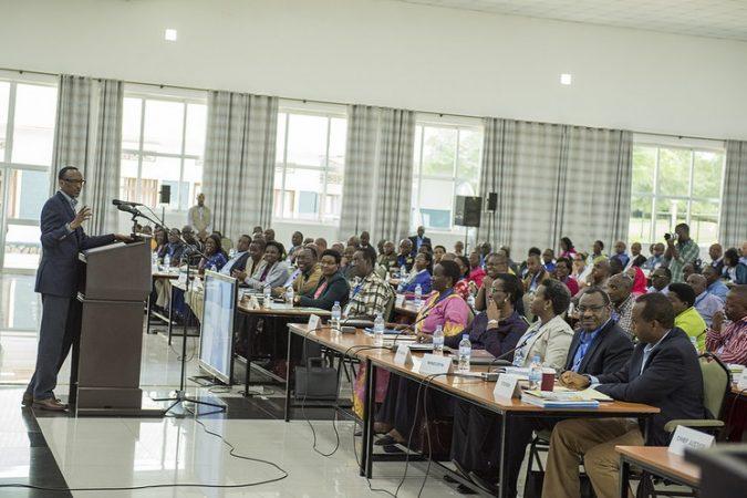 Perezida Kagame imbere y'abayobozi mu mwiherero, Werurwe 2016. Ifoto (c) Igihe