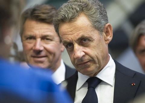 Nicolas Sarkozy na we yageze aho asaba Fillon kwemera agasimbuzwa undi. Ifoto (c) express.fr
